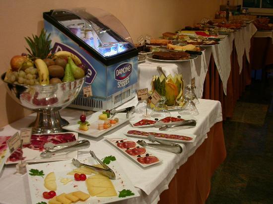 Hotel O Val Do Naseiro: Buffet desayuno