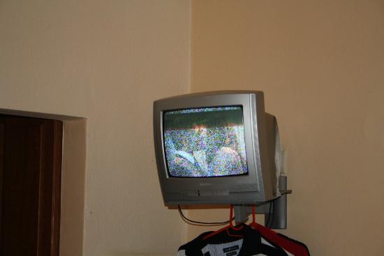 Castello Rosso Hotel: Mini-TV, funktioniert nicht einmal auf griechisch