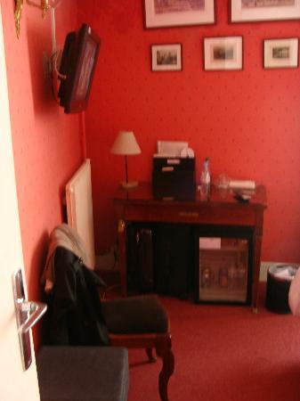 Hotel Motte Picquet: Room