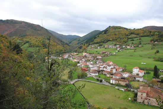 Hotel Torre de Tuña: Village de Tuna