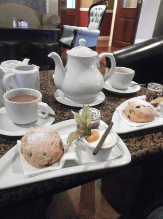 Lake Hotel: Tea and scones in the bar