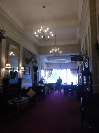 Lake Hotel: Grand hall, with open fire and piano