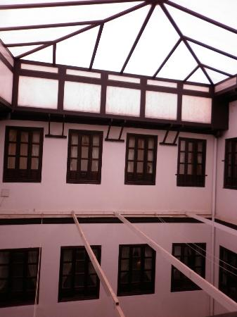 Hotel Casa del Pilar: covered courtyard