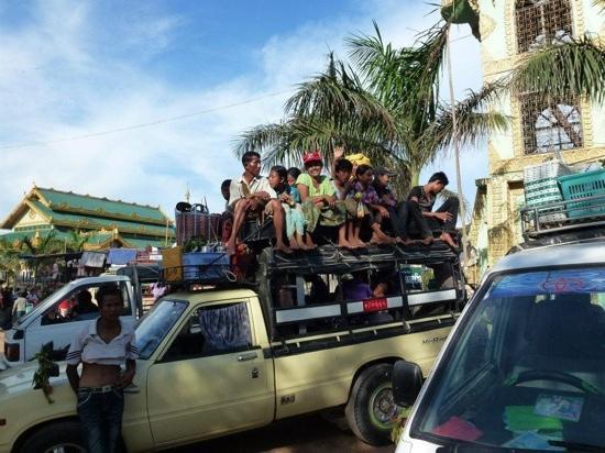 Mandalay, Myanmar: Festival en la snake pagoda