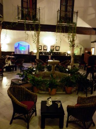Casa Palacio Pilar del Toro Hotel: restaurant in courtyard