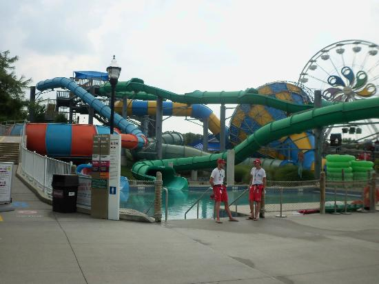 Taman Hiburan Hersheypark: Vortex, Riptide, & Surge (in the waterpark)
