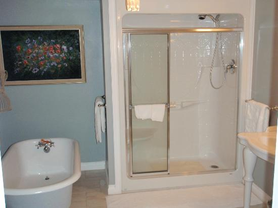 Amarula House : bathroom in the Buffalo Suite