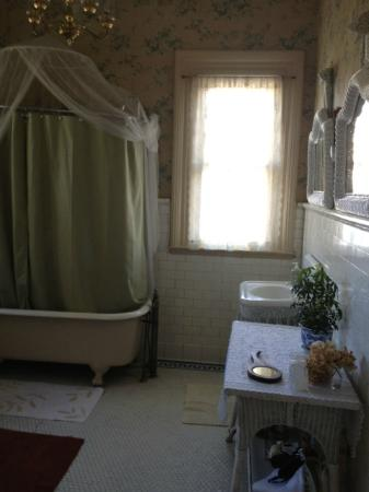 Taylor House Inn: Clawfoot tub 