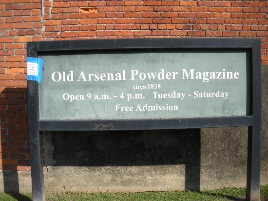 Old Arsenal Museum : sign in front