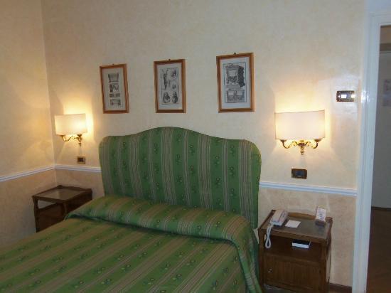Bettoja Hotel Massimo D'Azeglio: Room 402