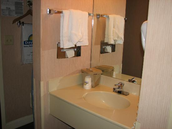 Days Inn Fort Lauderdale Airport South: Bathroom