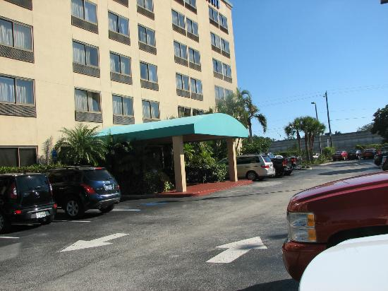 Days Inn Fort Lauderdale Hollywood/Airport South: Front Entrance