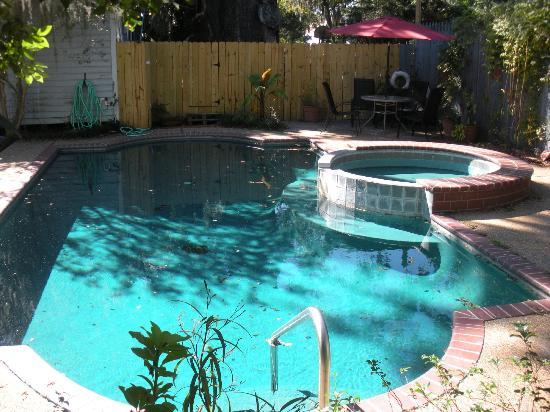 St. Francisville Inn: pool at Inn