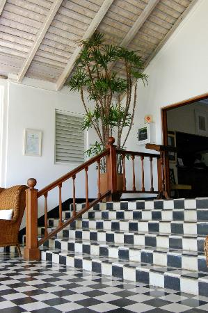 Round Hill Hotel & Villas: Lobby