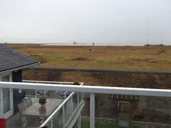 The Seabreeze Guest House: View of dike and water