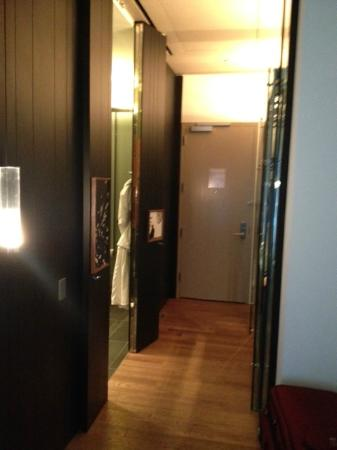 Andaz 5th Avenue: Entry way