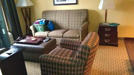 Dover, NJ: Sitting room in 2BR suite