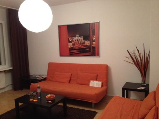 Tom's Hotel: living room