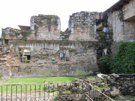 Hotel Museo Spa Casa Santo Domingo: Ruins on the grounds