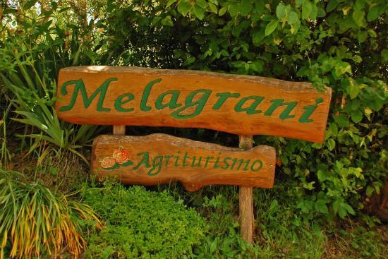 Insegna Agriturismo Melagrani