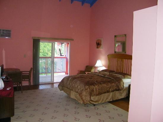 Calabash Mountain Villa: Each room has its own look