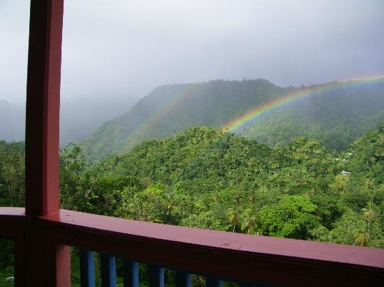 Calabash Mountain Villa: Splendid view of mountains and frequently rainbows