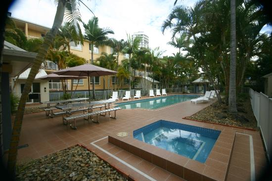 Bay Lodge Apartments: Pool area