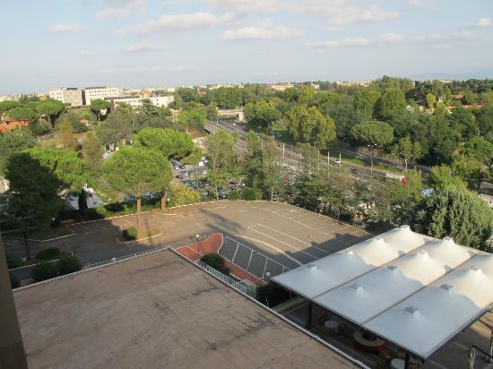NH Roma Midas: Vista para os fundos do hotel