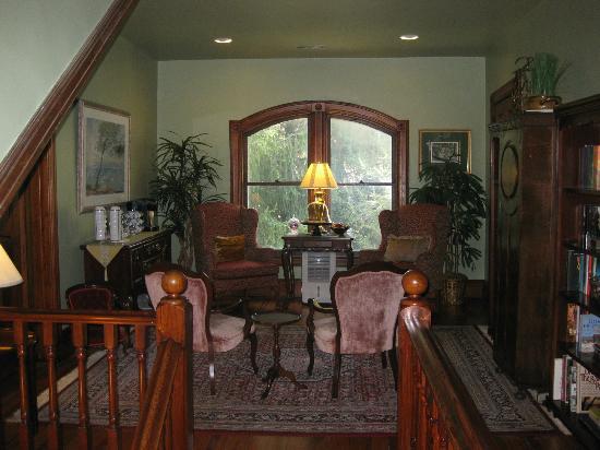 Engadine Inn & Cabins: Upstairs parlor