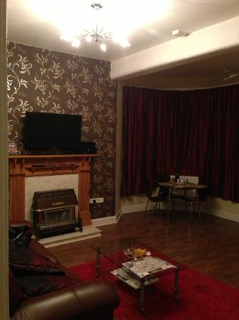 Stay Edinburgh City Apartments - Royal Mile: Lovely warm, cosy front room