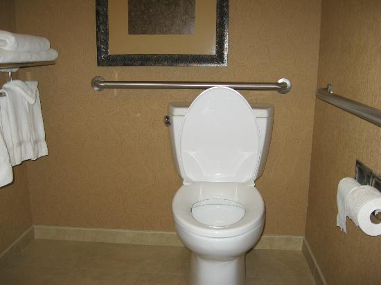 لا كوينتا إن آند سويتس توين فولز: Toilet area