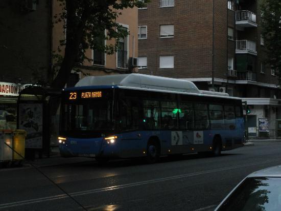 Hotel Praga: Linha de onibus que leva e traz do hotel ao Centro 