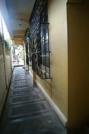 True Home Hotel, Boracay: alley  to the street and beach vice versa