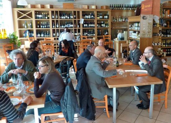 Il Salumaio di Belfiore: A great cheery atmosphere filled with the locals