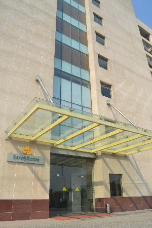 Savoy Suites Manesar: Entry to the Hotel