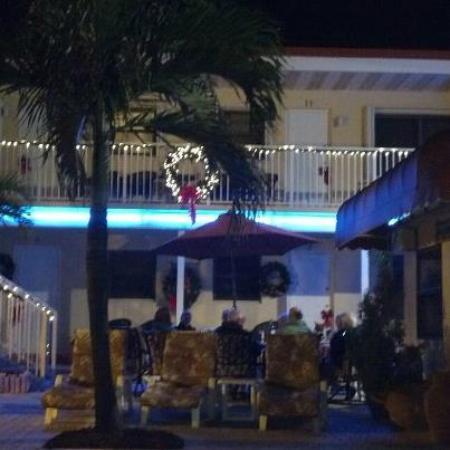 Nevada Beach Apartments - Hollywood Beach: Decorated for the holidays