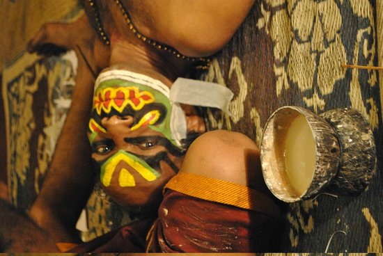 Green House Home Stay : Kathakali performers preparing their make up