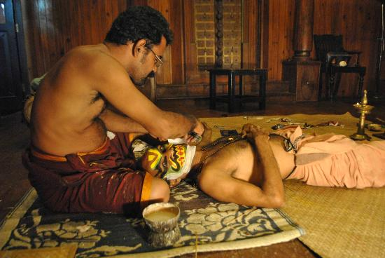 Green House Home Stay: Kathakali performers preparing their make up