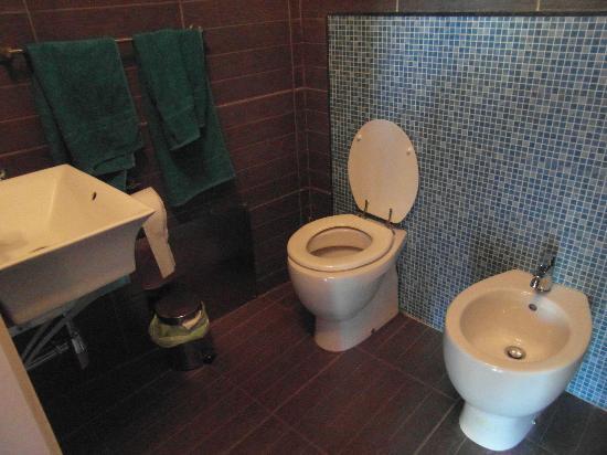 B&B Orlando Suites : bathroom