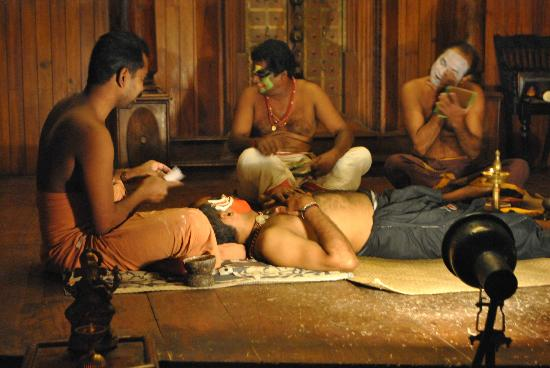 ‪‪Green House Home Stay‬: Kathakali performers preparing their make up‬