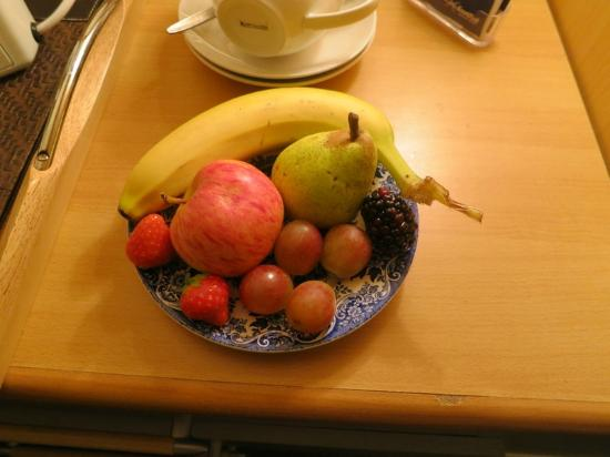 The Roods Bed & Breakfast: Hospitality Fruit plate