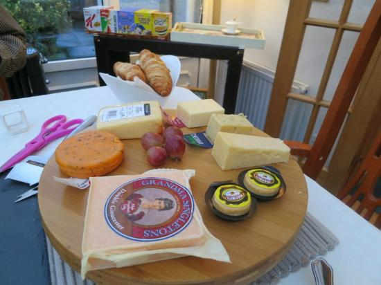 The Roods Bed & Breakfast: Continental Cheese selection