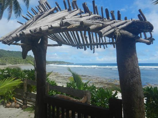 Bamboo Garden Bar and Lodging: Beach