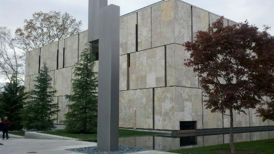 The Barnes Foundation : Side of Museum