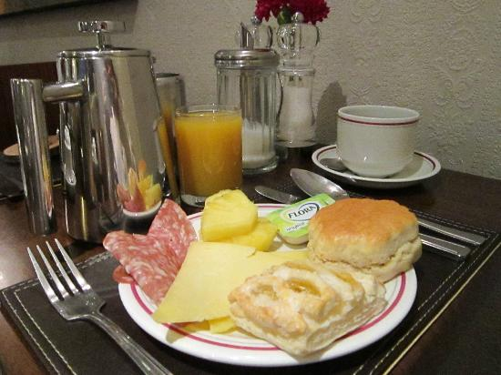 Arosfa: Continental Breakfast Items from the Buffet