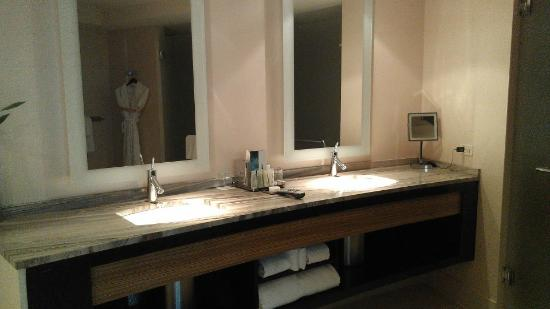 MGM Grand Detroit: Bathroom Sink