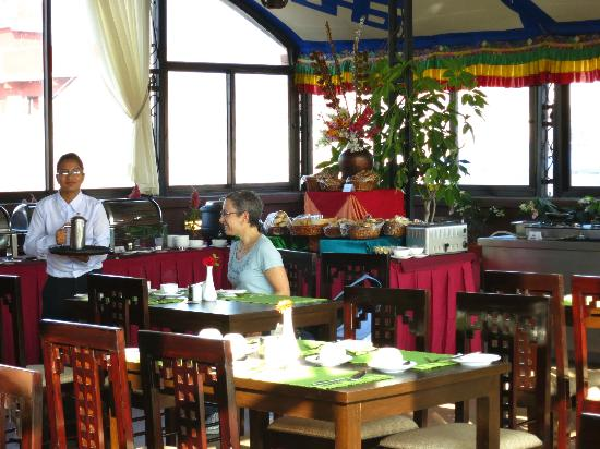 Hotel Tibet International: Breakfast on the roof