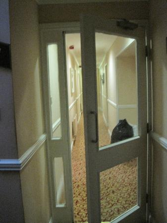 The Grand Hotel Tralee: Privacy door between stairway and guestroom corridor