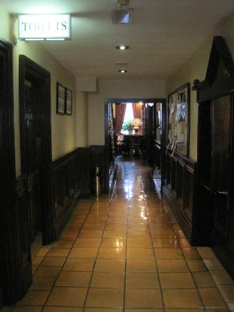 The Grand Hotel Tralee: Ground floor corridor to restaurant, bar, toilets, etc.