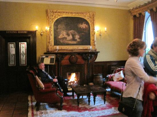 The Grand Hotel Tralee: Cozy lobby lounge